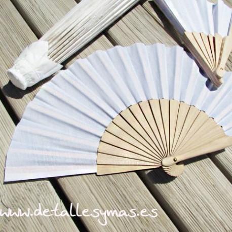 Abanico blanco en madera natural y tela