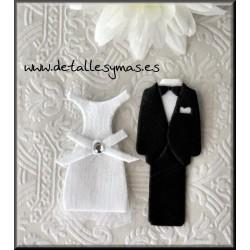 Vestidos de novio y novia.48 unidades