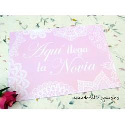 Cartel Aquí llega la novia Rosa