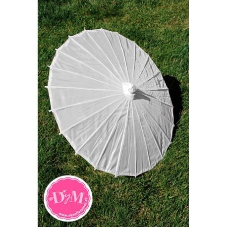 Parasoles blancos de tela