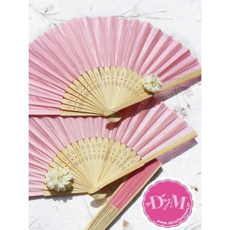 Abanico de bambú rosa