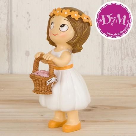 Figura tarta niña con cesta flores