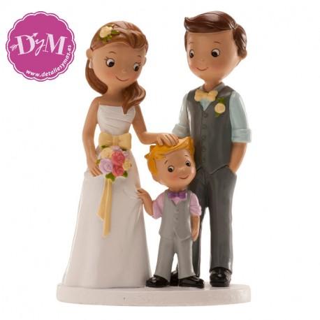 Pareja para bodas con niño