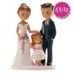 Pareja para bodas con niña