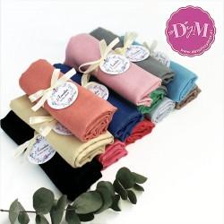 Pañuelos de colores con lazo y tarjeta