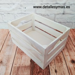 Cajita de madera en blanco